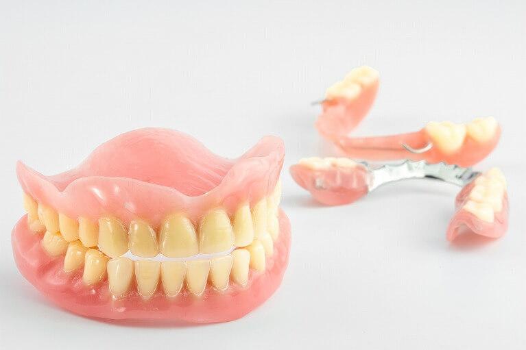 入れ歯の作製から調整修理まで、ご在宅のまま可能です